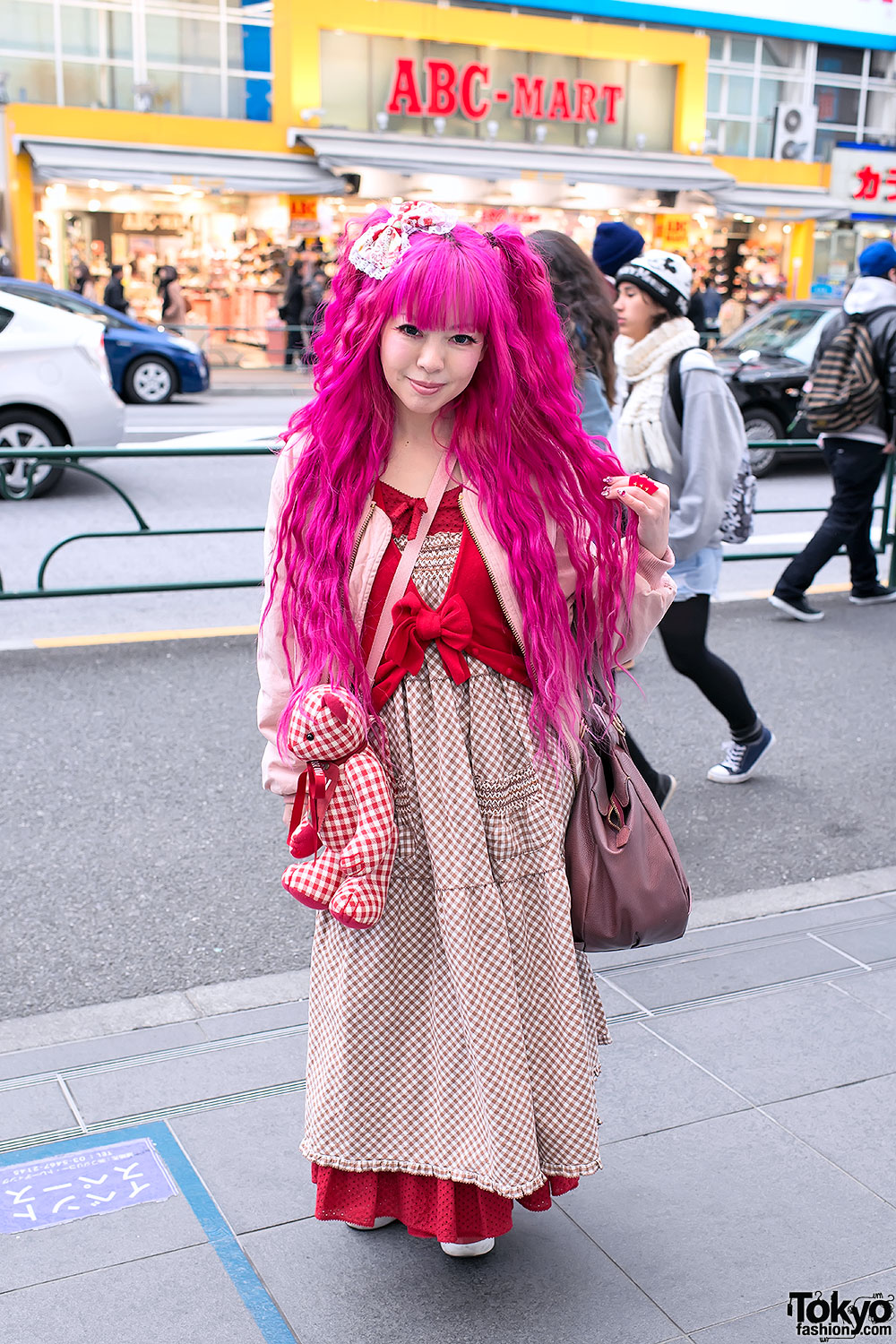 gorgeous outfits with pink hair