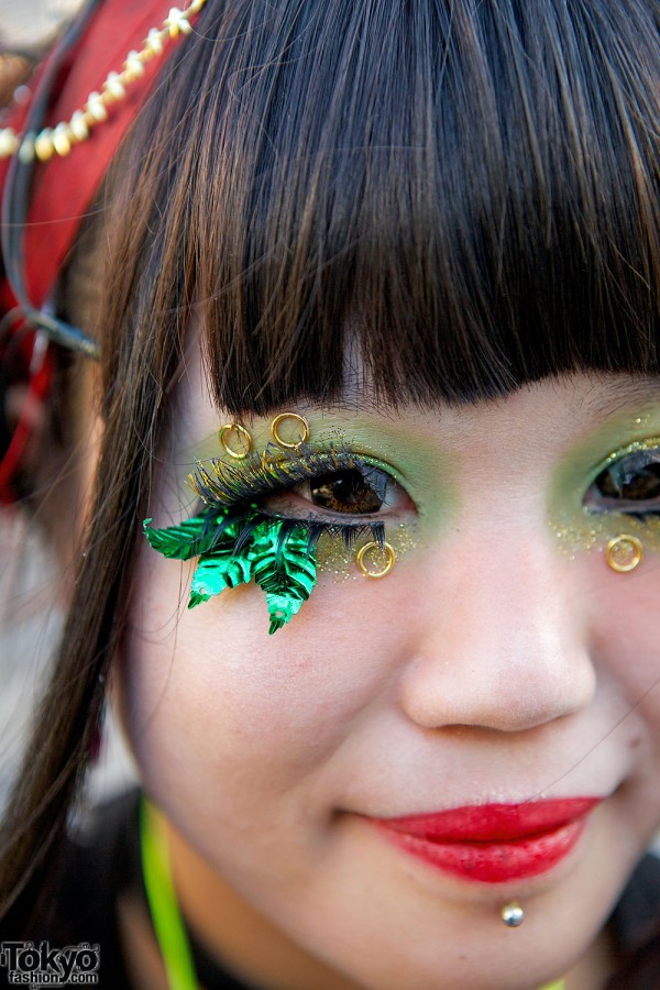 Green make-up & leaf eye lashes