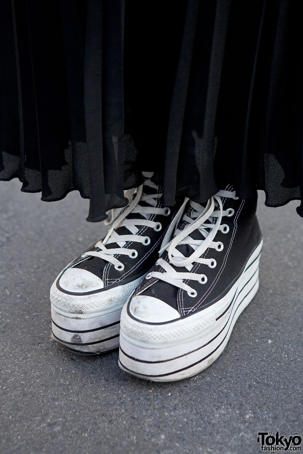 Platform Converse sneakers & pleated skirt