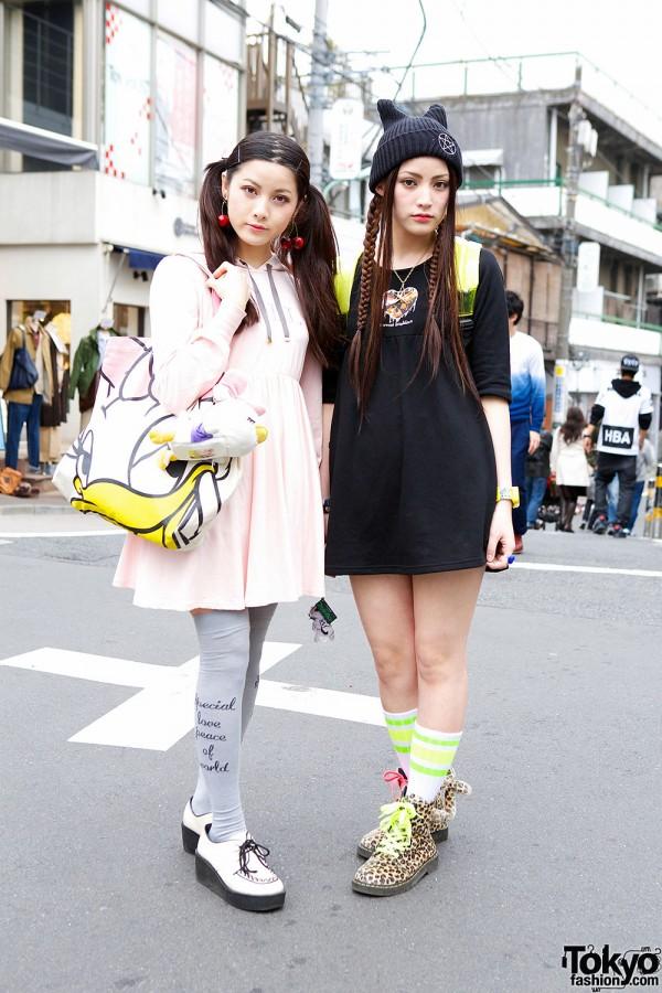 Amoyamo Fans w/ Baby Doll Dresses, Tailed Boots & Daisy Duck in Harajuku