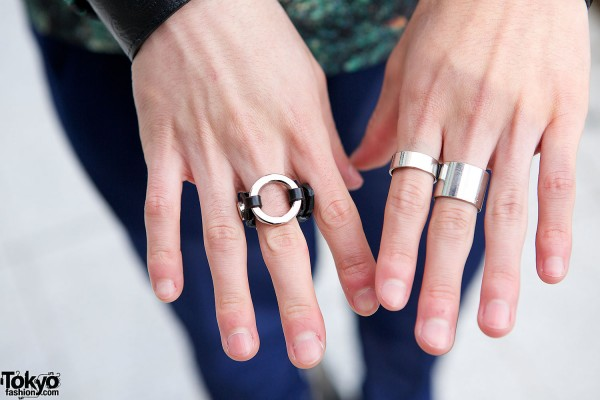 Metallic rings