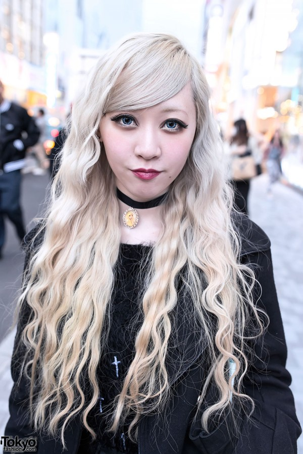 Long Blonde Hairstyle in Harajuku