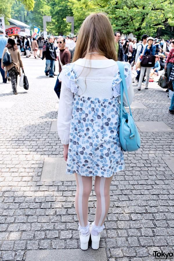-http://tokyofashion.com/wp-content/uploads/2013/05/Blue-Candy-Hearts-Dress-Harajuku-2013-04-29-DSC6486-600x900.jpg