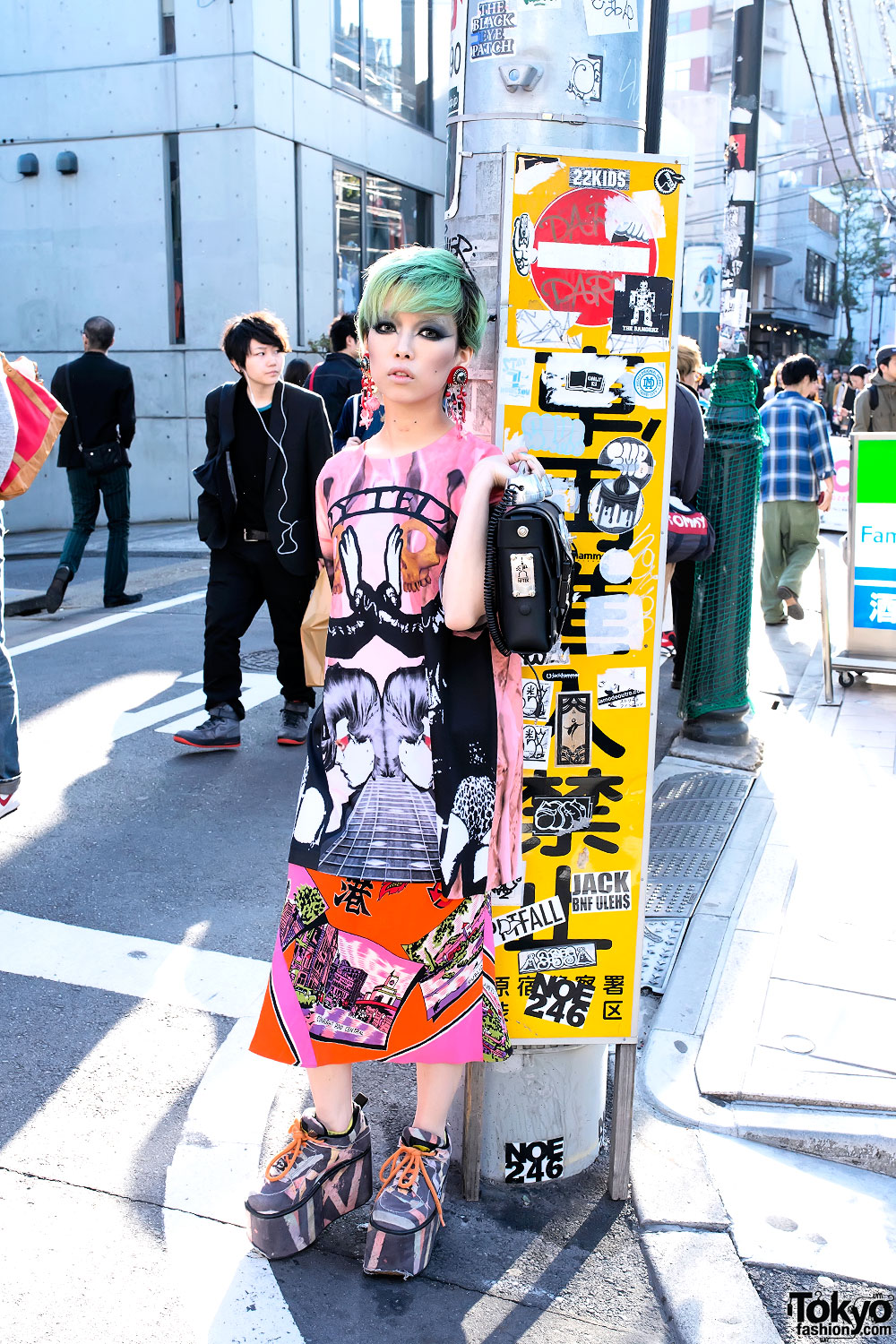 Hirari ikeda w hi tek london telephone bag from dog harajuku Japanese fashion style icon