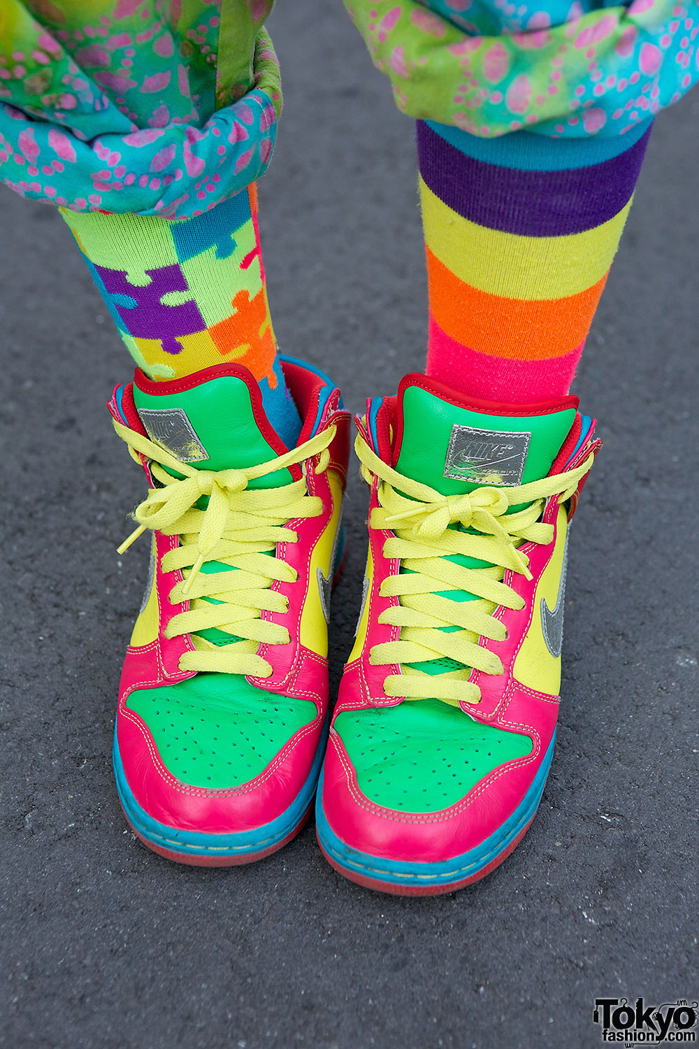 Displaying 13> Images For - Colorful Nike Shoes