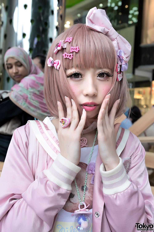 http://tokyofashion.com/wp-content/uploads/2013/06/Junnyan-Haruka-Kawaii-Harajuku-Fashion-2013-05-25-DSC8248.jpg