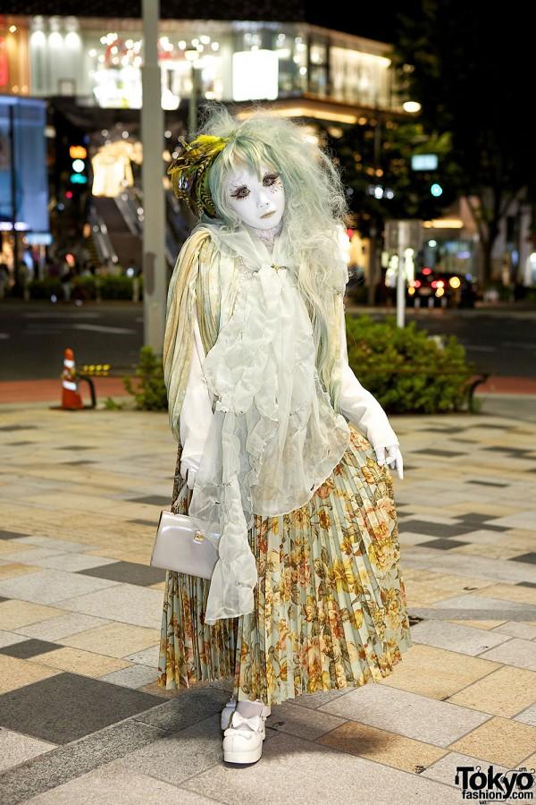 Japanese Shironuri Artist Minori on the Street in Harajuku At Night