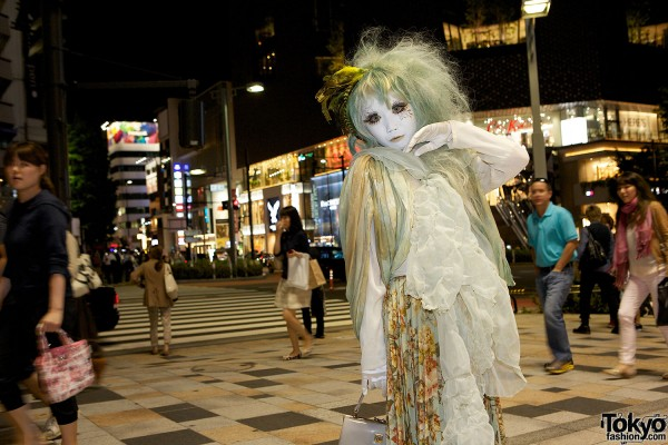 Shironuri Style on the street in Harajuku