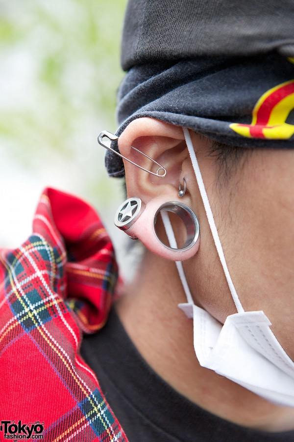 Stretched Star Earring in Harajuku