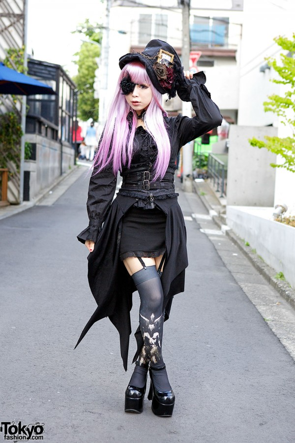 Gothic style & pink hair in Harajuku