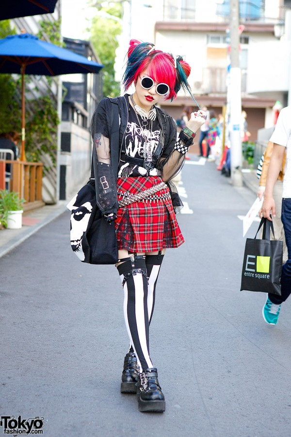 Heart Panic Guitarist in Harajuku w/ Pink-Blue Hair, Plaid, Stripes & Motionless in White