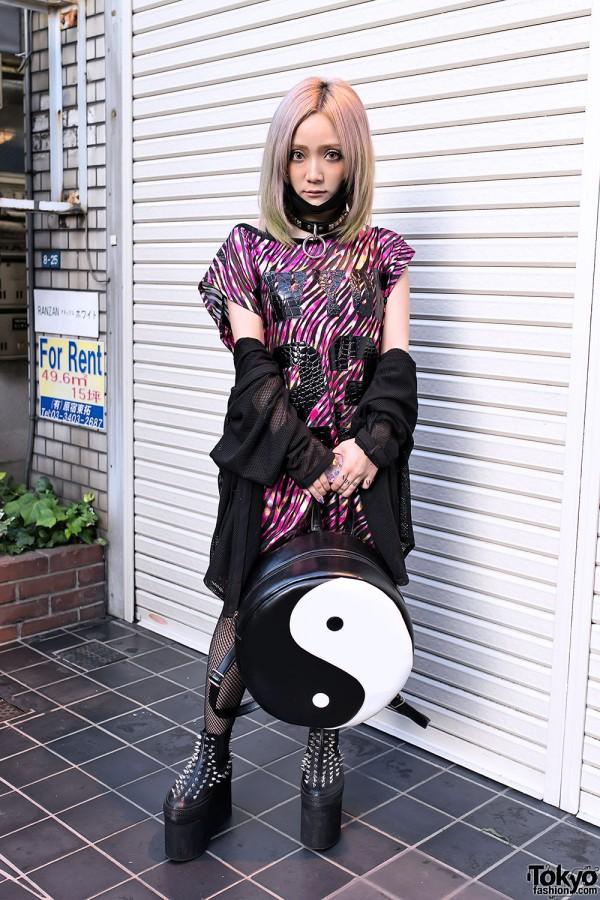 Harajuku Singer w/ Green Hair, Yin-Yang Backpack & Unicorn Nail Art