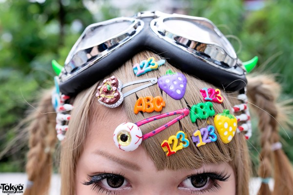 Decora Hair Clips & Skeleton Hands