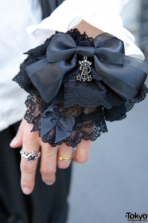 Bow & lace cuffs