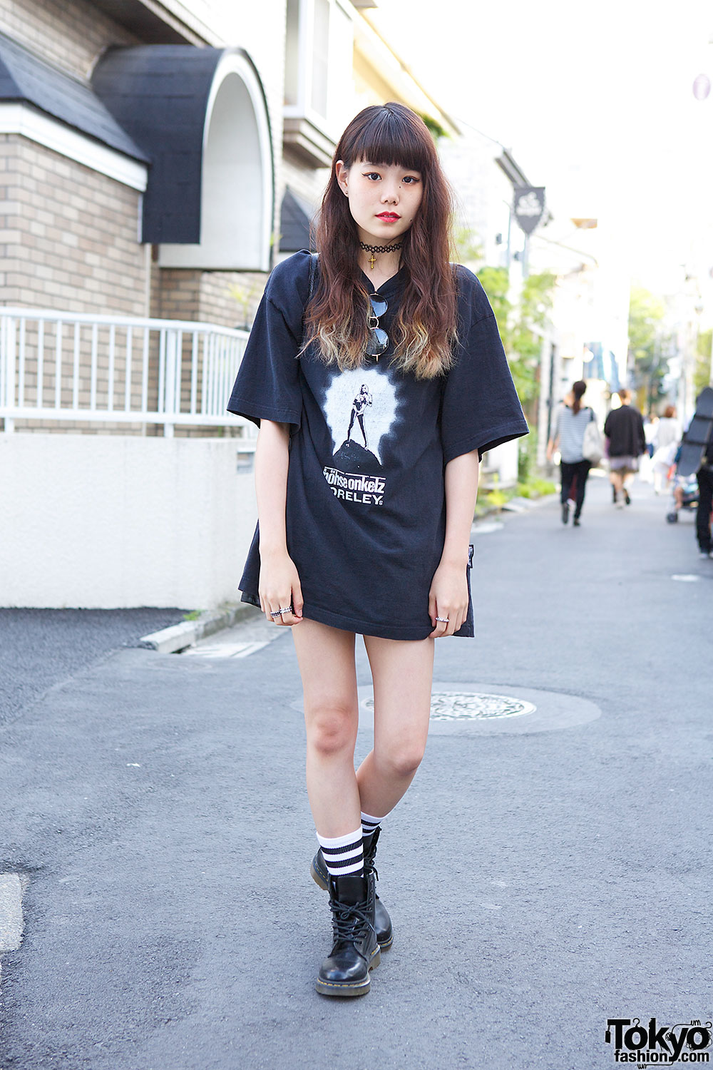 Black t shirt outfit tumblr - Oversized Band T Shirt W Dr Martens Choker Studded Rings In Harajuku