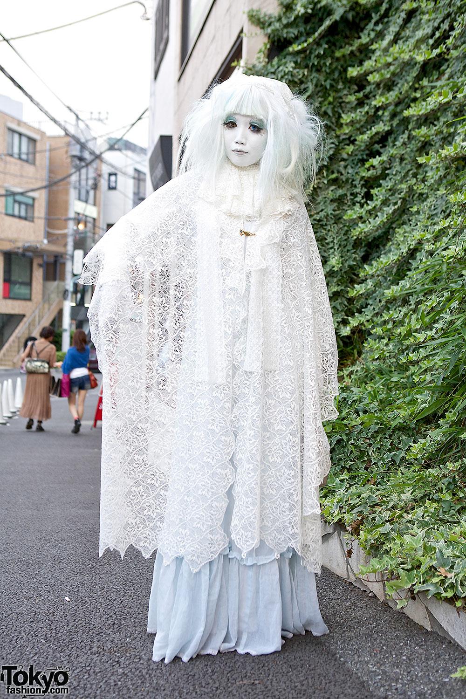 Japanese Shironuri Minori in White Lace