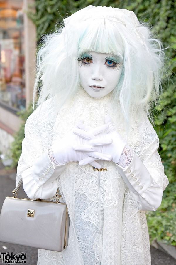 Minori's White Shironuri Look in Harajuku