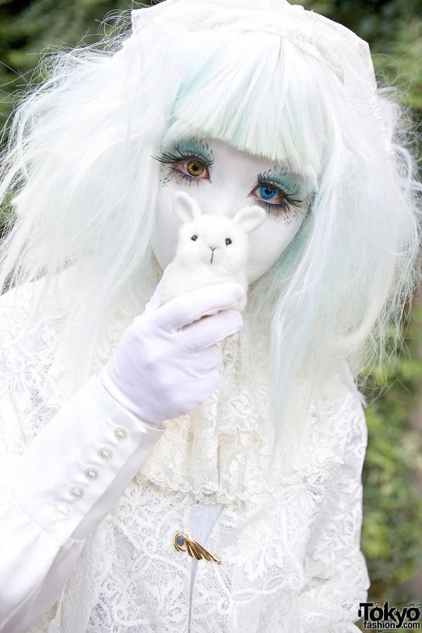 Japanese Shironuri Artist Minori & Cute Bunny