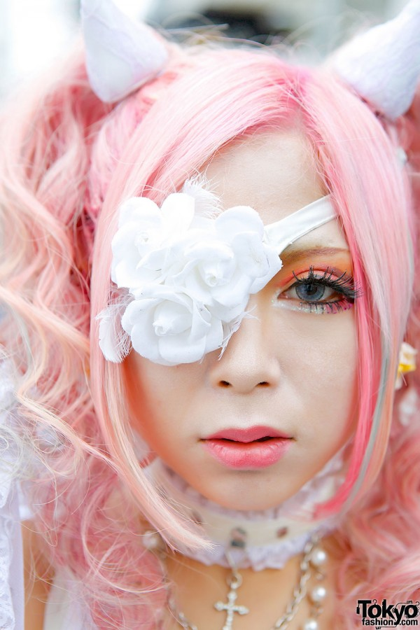 Floral eye patch & colored contacts
