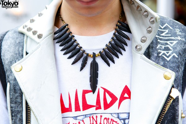 Feathers statement necklace