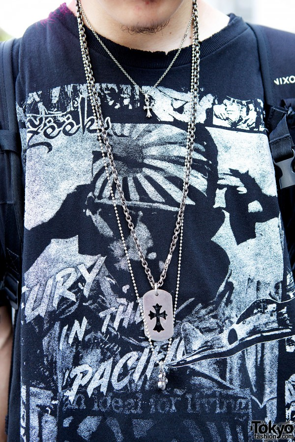Zeek T-Shirt & Necklaces
