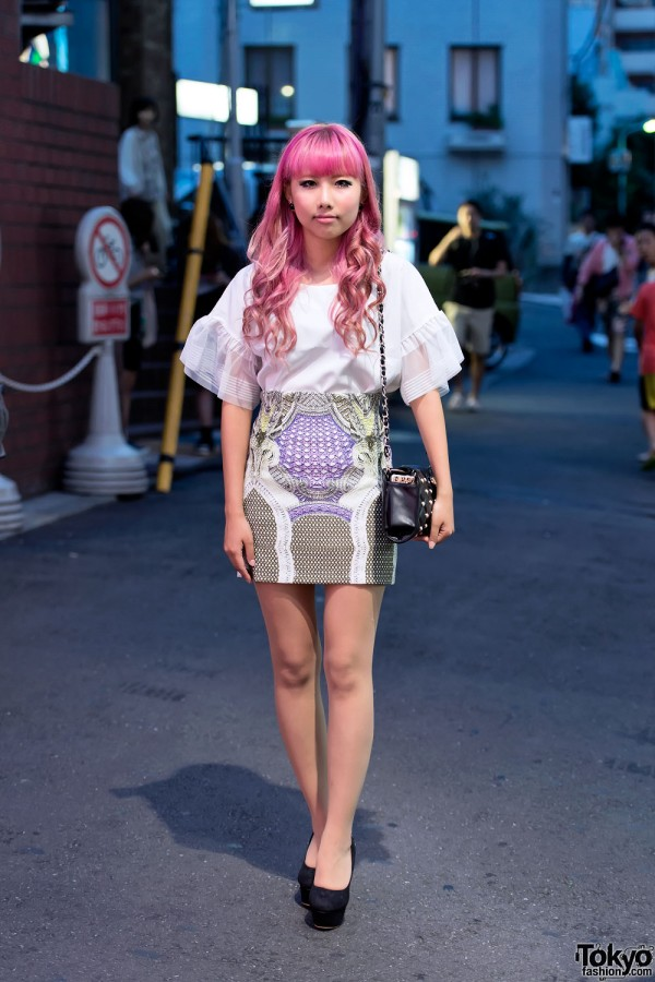 Print Mini-Skirt & Pink Hair