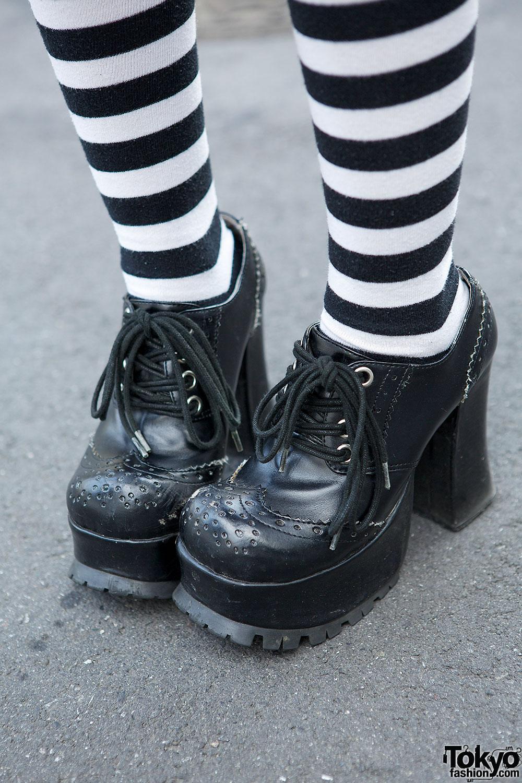Highheeled shoes white socks and mini skirt lecherous mom excites you wwwlifecamgirlscom - 5 7