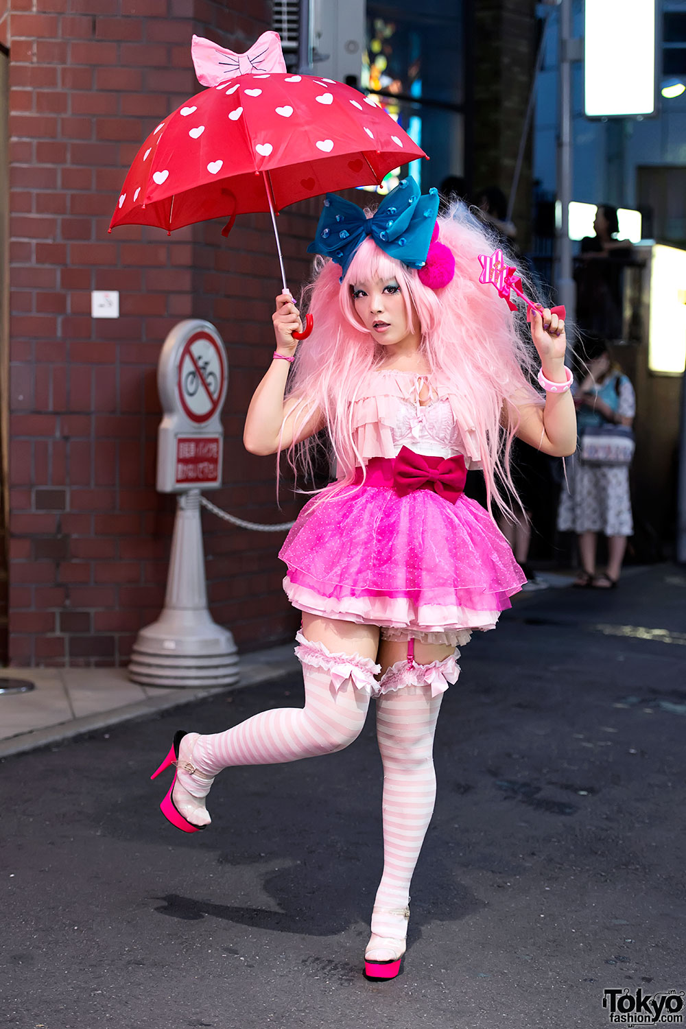 Harajuku Girl Vivi in Hot Pink Fashion