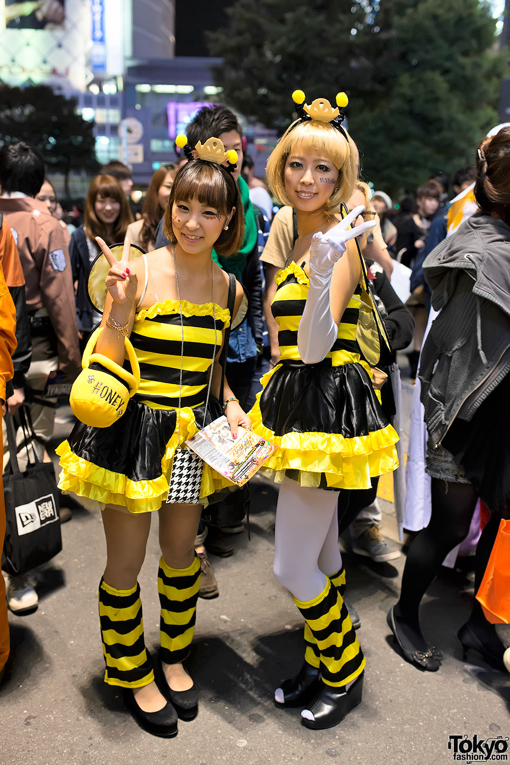 halloween in japan shibuya street party costume pictures. Black Bedroom Furniture Sets. Home Design Ideas