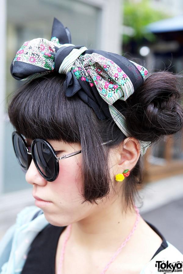 Headscarf & Round Sunglasses