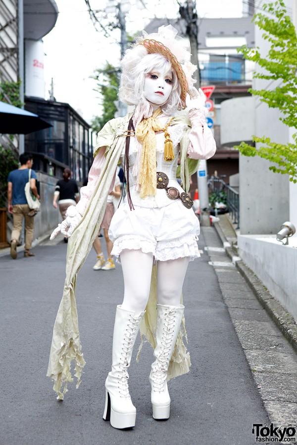 Shironuri Minori in Harajuku w/ Corset Top, Flowers, Lace & Tassel