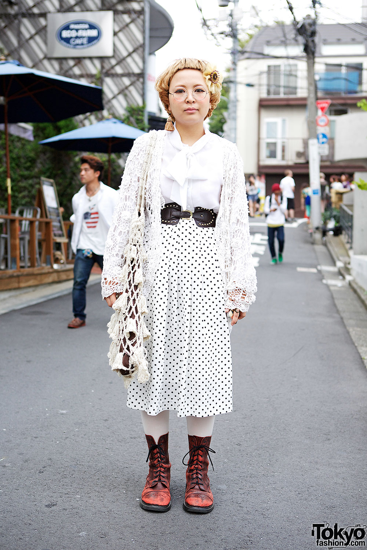 San-biki no Koneko Fashion w/ Short Bangs, Tassel Earring & Crochet Bag