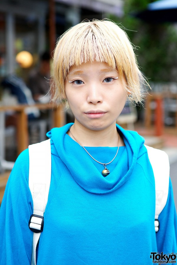Blond Harajuku Girl With Cool Eye Makeup
