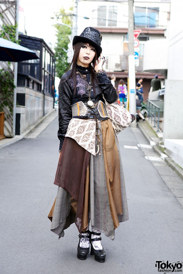Dir en Grey Fan w/ h.NAOTO, Dark Makeup & Queen Bee Shoes in Harajuku