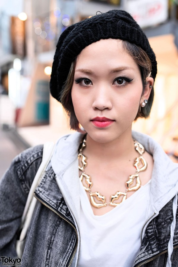 Gold Lips Necklace in Harajuku