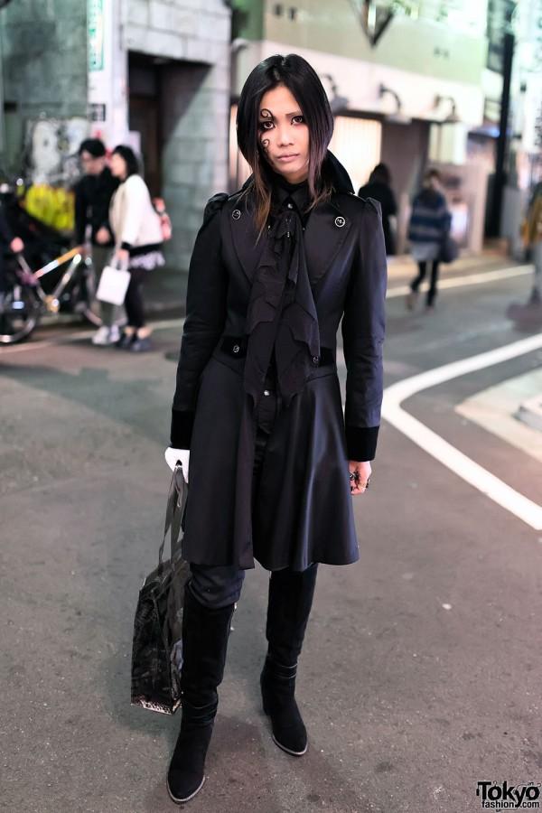 L'Arc-en-Ciel Fan in Harajuku w/ Dark Fashion & Gothic Makeup