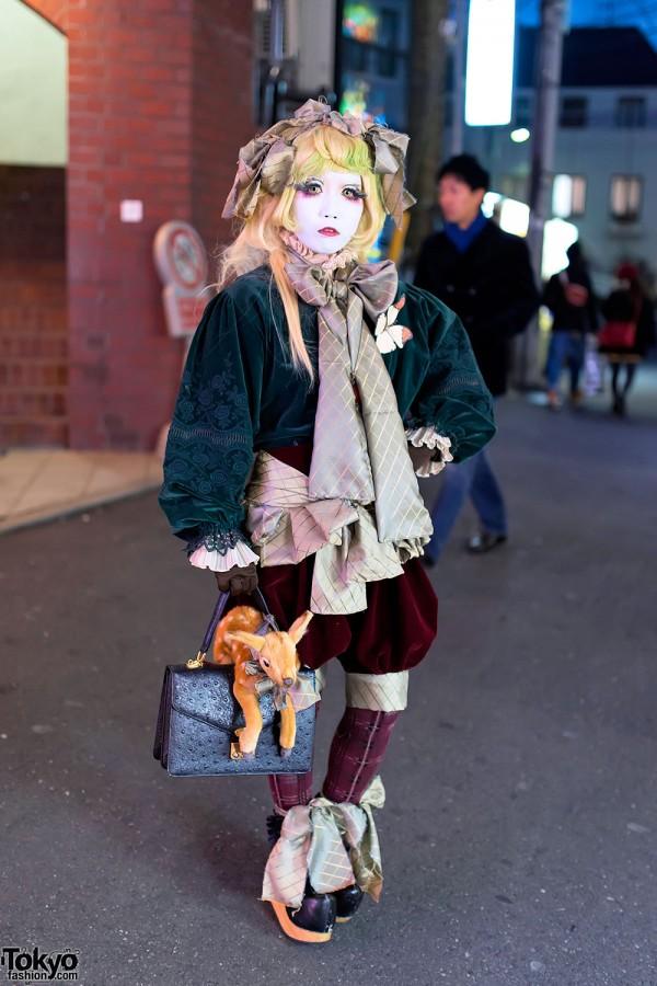 Japanese Shironuri Artist Minori in Harajuku for Christmas