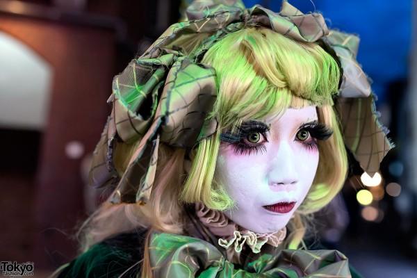 Shironuri Minori With Green Hair