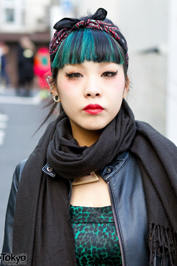 Green Hair & Cat Eye Makeup