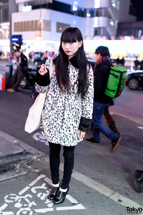 Asami in Harajuku w/ Black Hair & Bangs, Dalmatian Coat & Foxy x Nike Tote