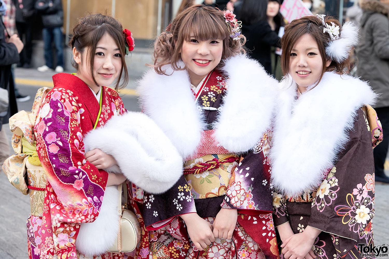 Asian girls coming