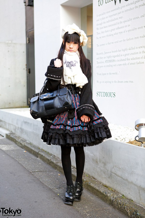 Harajuku Gothic Lolita in Frill Fashion