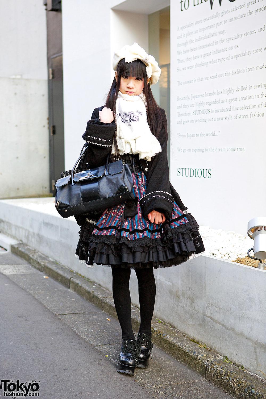 Harajuku Gothic Lolita in Frill Fashion