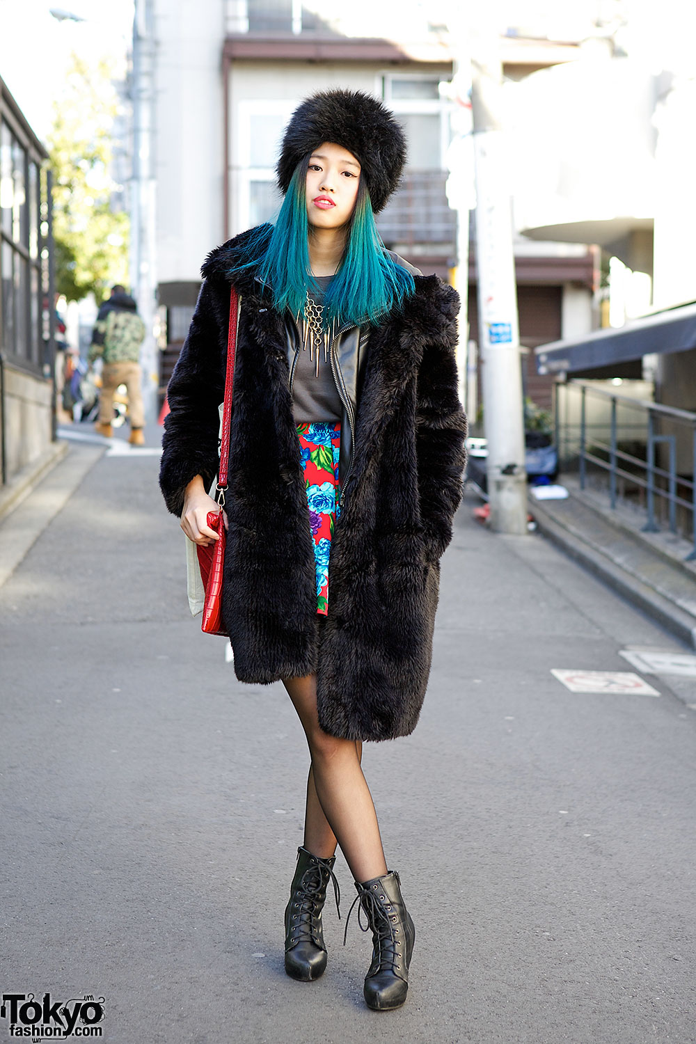 a753d0d104a Blue Ombre Hair, Faux Fur Coat & Spiked Necklace in Harajuku