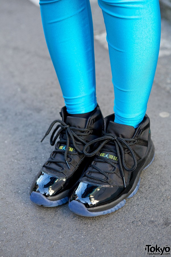 American Apparel Leggings & Air Jordan Sneakers