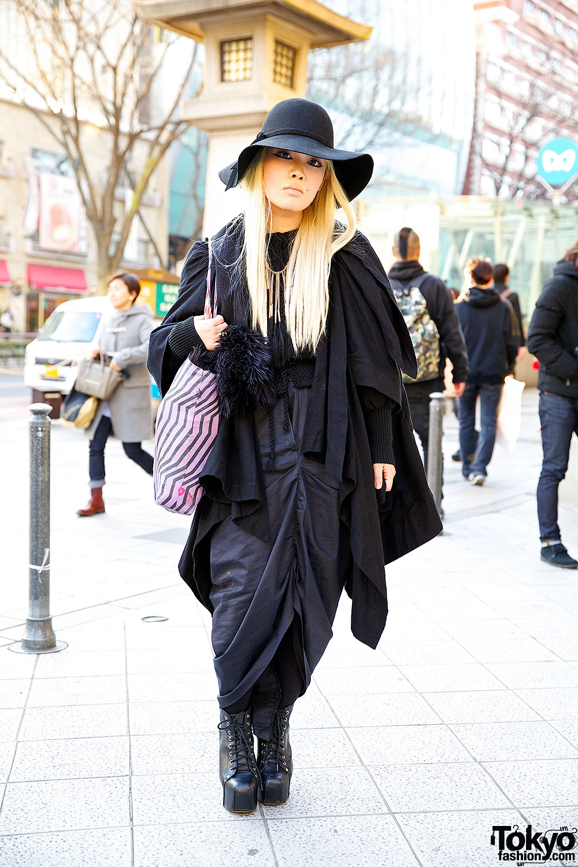 Harajuku Fashion Student in All Black