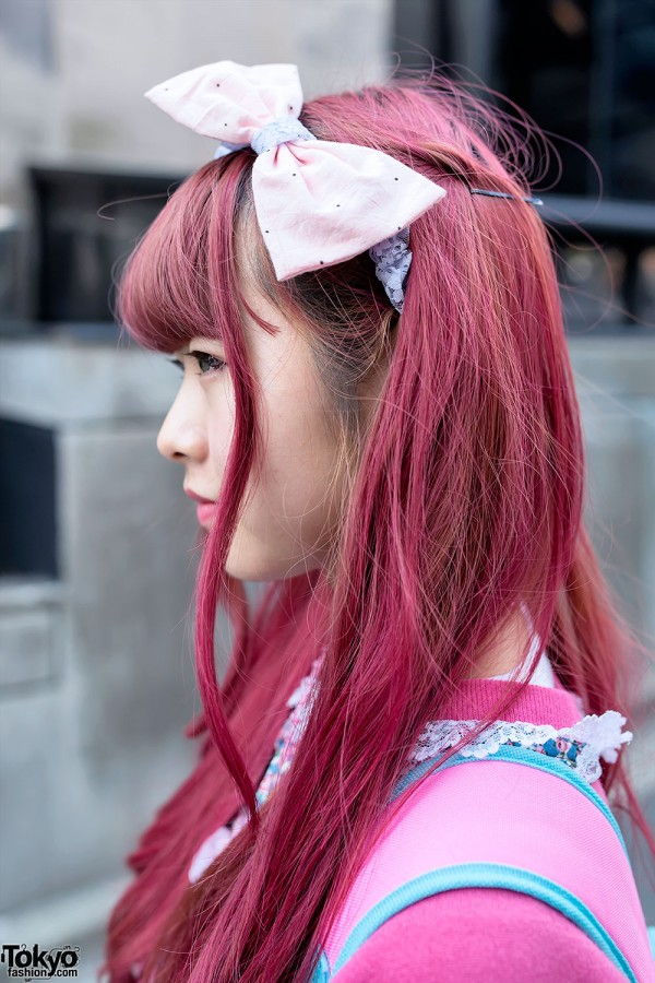 Big Hair Bow & Pink Hairstyle