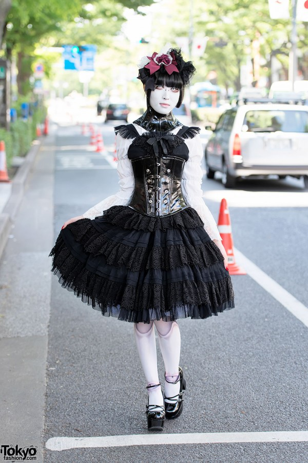 Japanese Shironuri in Gothic Fashion