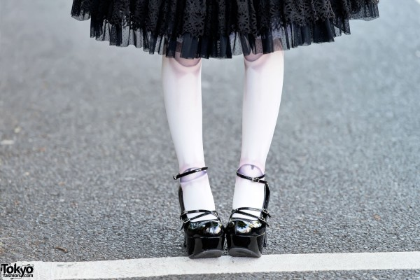Ball Joint Tights & Patent Lolita Shoes