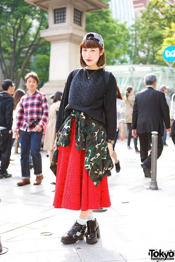 Harajuku Girl in Vintage Midi Skirt